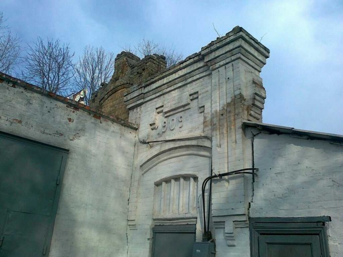 Елемент фасаду внутрішного двору, листопад 2010 року.